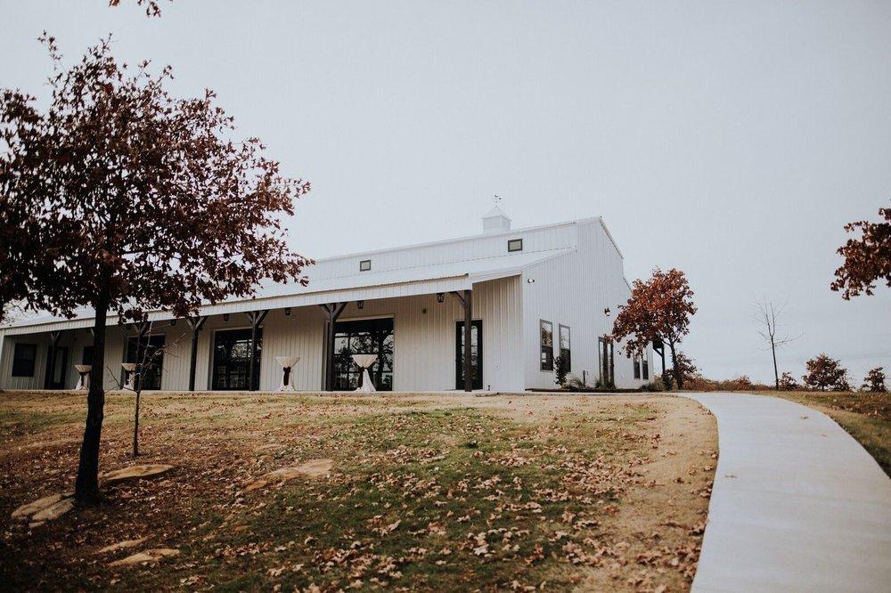 Tulsa Wedding Venue White Barn 00c.jpg