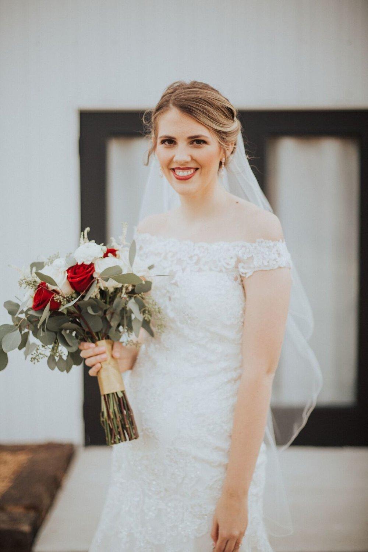 Tulsa Wedding Venue White Barn 10b.jpg