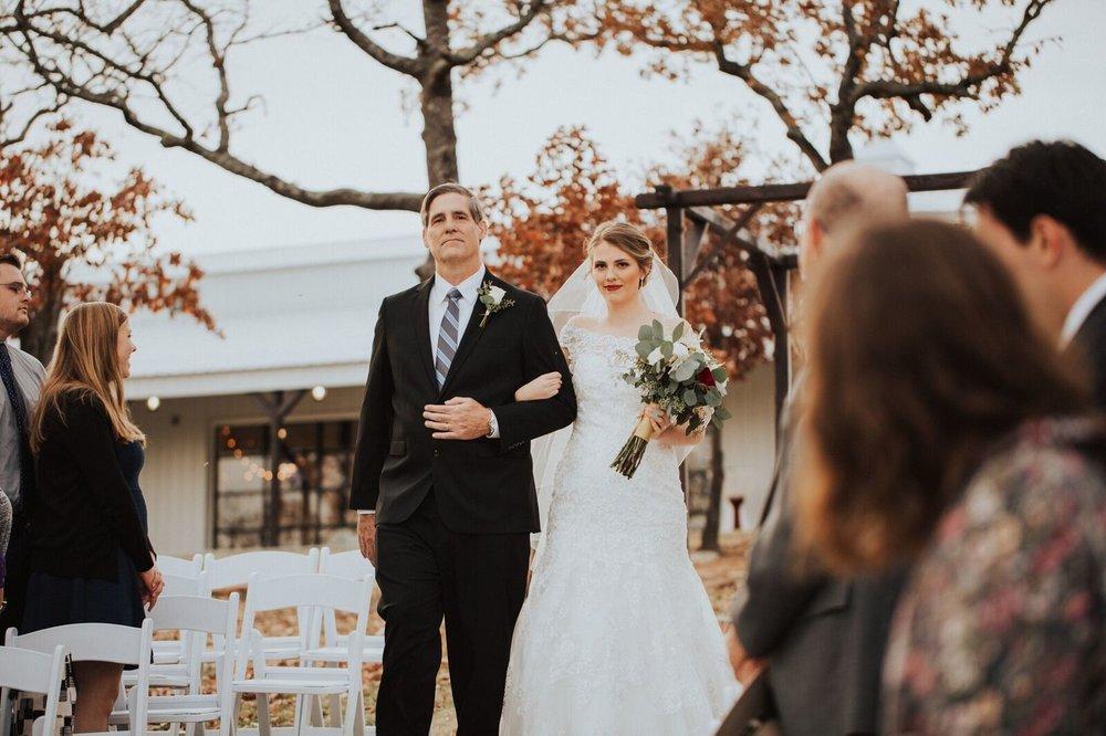 Tulsa Wedding Venue White Barn 13a.jpg