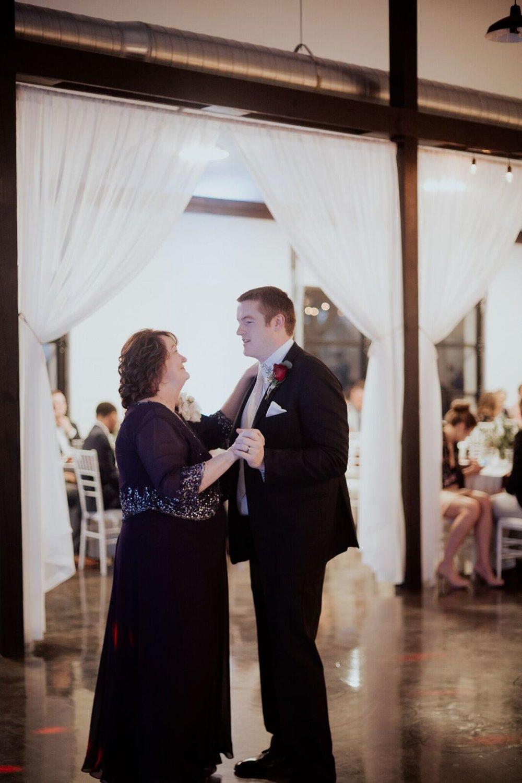 Tulsa Wedding Venue White Barn 20b.jpg