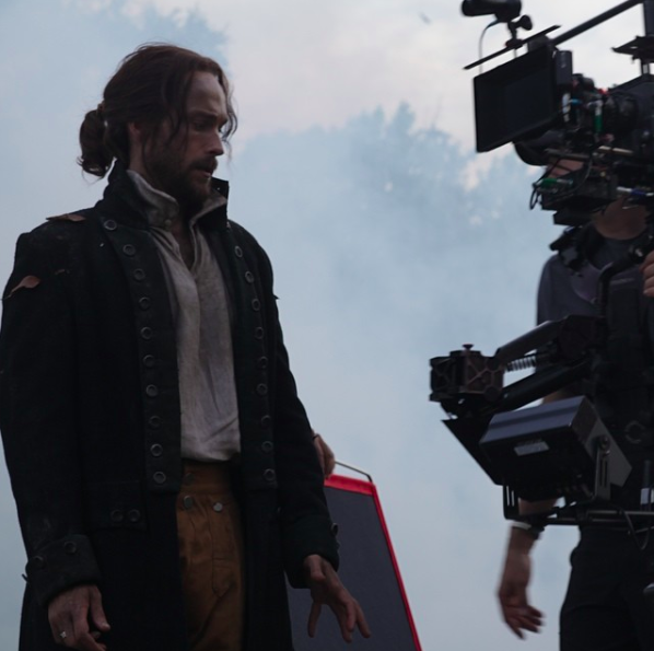 Ichabod's attire may be antiquated, but he definitely rocks the #poppedcollar. #sleepyhollow #BTS   @SleepyHollowFox Instagram