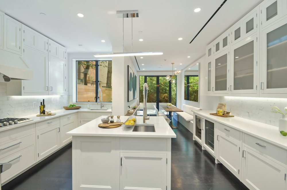 04_46E83rd_5_Kitchen_HiRes.jpg