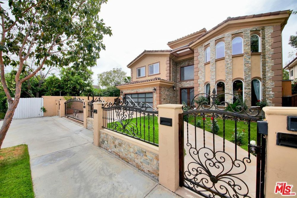 5215 BELLAIRE AVENUE - Price: $2,350,000City: Sherman OaksSq Ft: 5,033MLS ID: 17222112