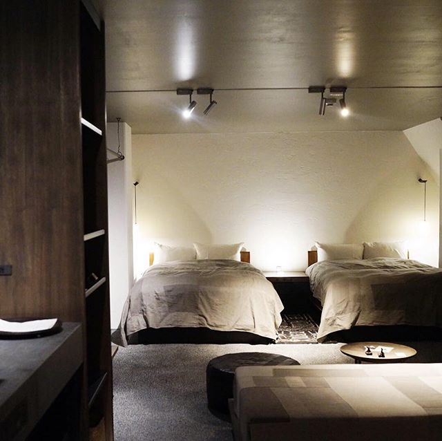 "A lovely hotel in Kyoto directed by Jurgen Lehl. Only 3 rooms are there and each has different colour. I chose ""Sumi""(Japanese black ink). Vegetarian breakfast was also amazing... . ヨーガンレールによる京都のホテルMaldaは、最高の滞在でした。三室しかなくて、それぞれ色が違う。わたしは墨の部屋を選びました。 ベジタリアンの朝食も最高でした。さやかちゃん @sayacayam 、教えてくれてありがとう❤️ . . . #maldakyoto #jurgenlehl #babaghuri #hotelinkyoto #kyoto #instatravel #vegitarianbreakfast #京都 #京都のホテル"