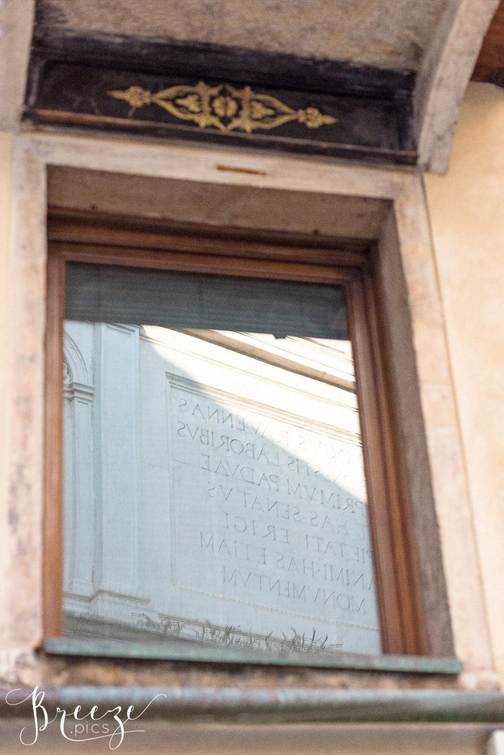 Venetian_Window_text_reflection.jpg