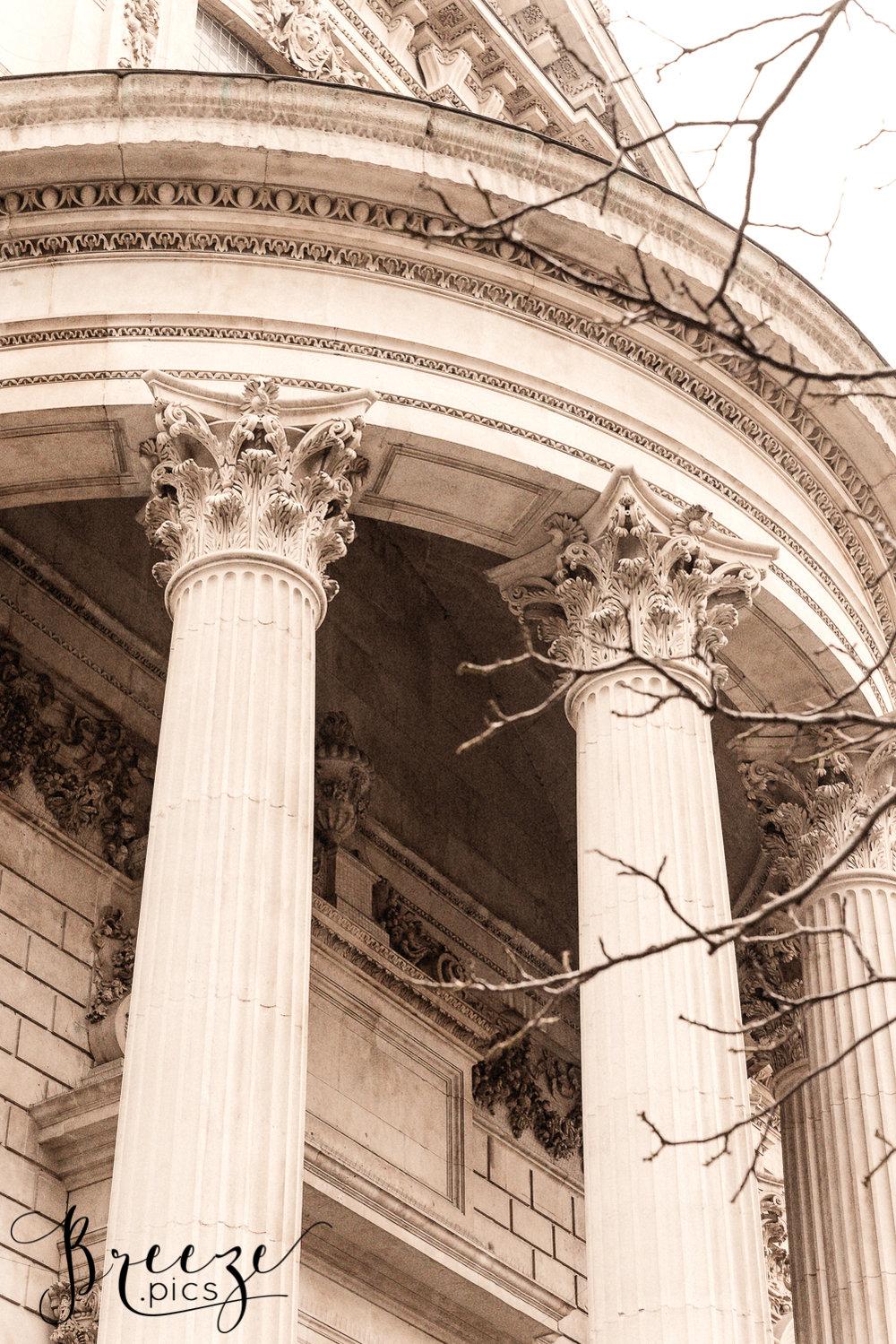 Decorative_Columns_StPauls_London.jpg