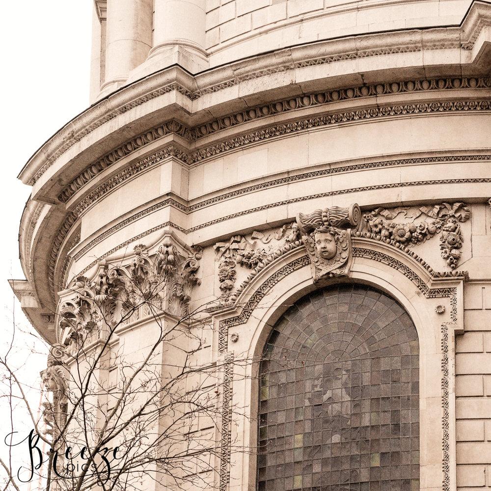 Arched_window_StPauls_London.jpg