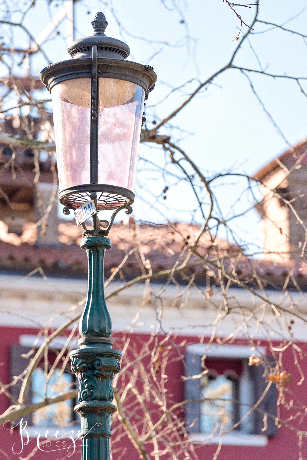 Street_lamp_Burano-Ed.jpg