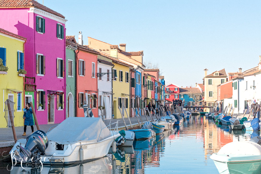 Candy_colour_Burano_Canal.jpg