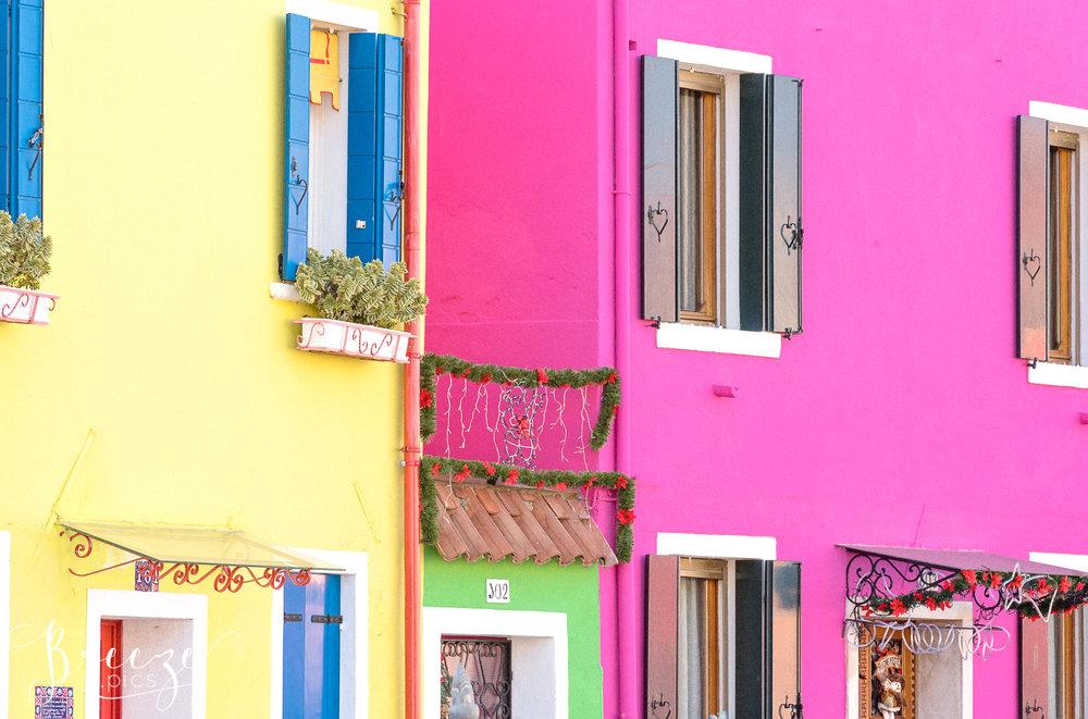 Bright_Burano_Houses_Shutters.jpg