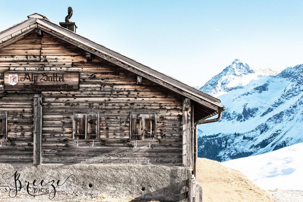 Swiss_chalet_Arosa.jpg