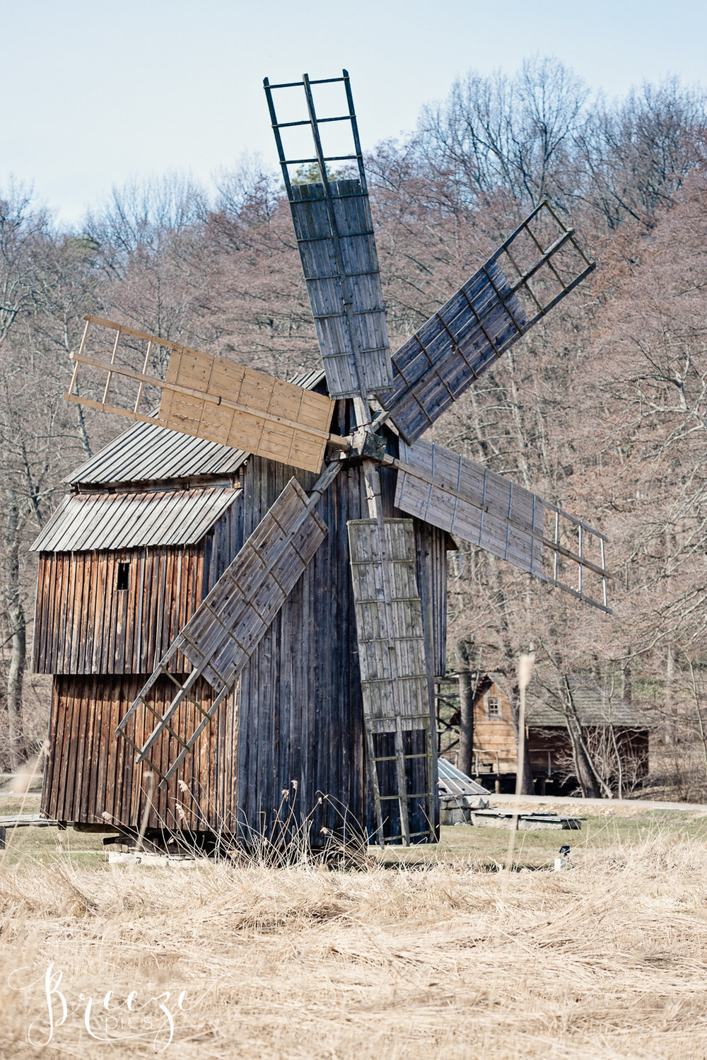 Ancient_Timber_Windmill_Romania.jpg