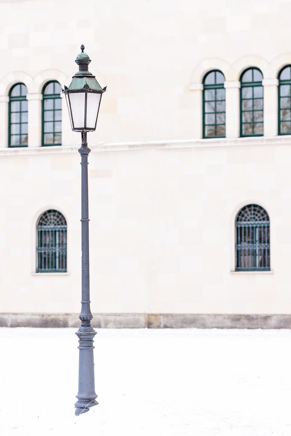 Munich_Winter_Lamp_post.jpg
