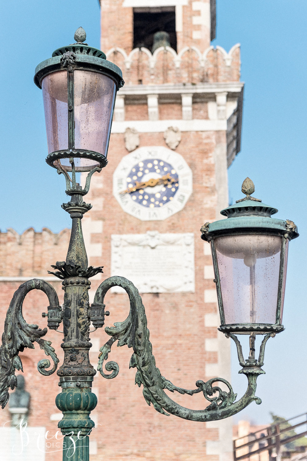 Venice_Details_Clock_Lamp.jpg