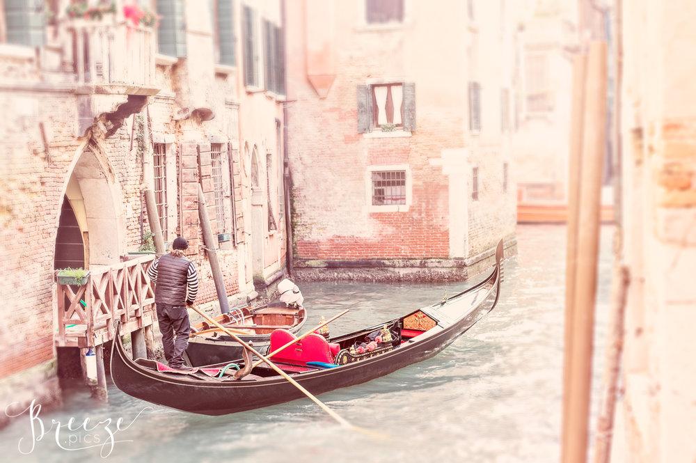 Venice_Pink_Canal_Scene.jpg
