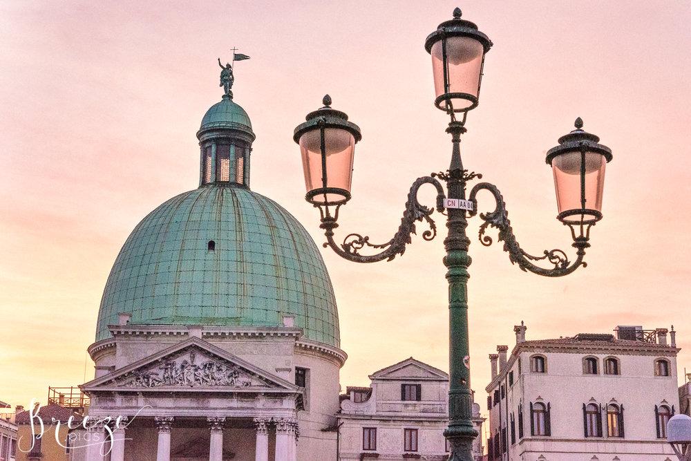 Venice_Pink_Lamps_Dawn.jpg