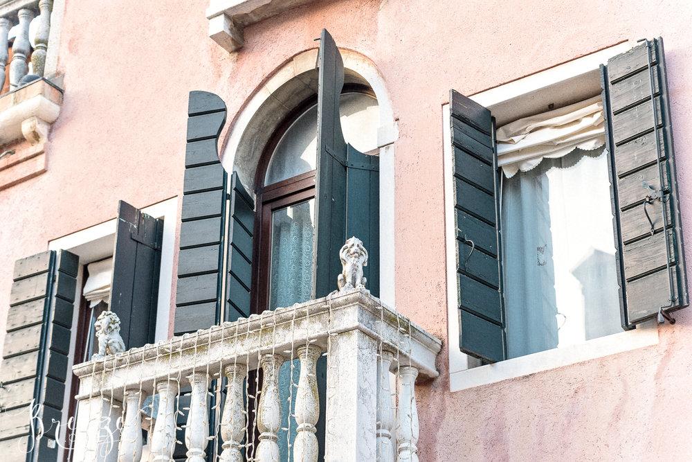 Venice_pink_Balcony_shutters.jpg