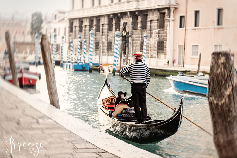 Venice_Canal_Blue_Polesd.jpg