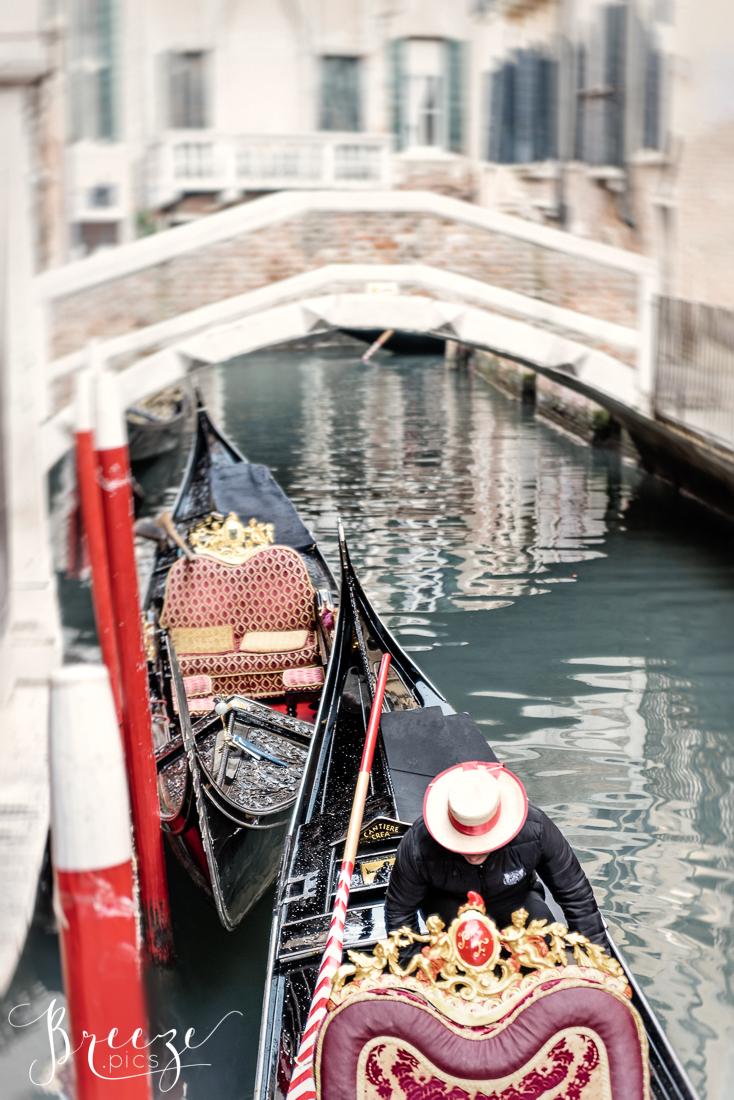 Venice_Canal_Gondolas_Red.jpg