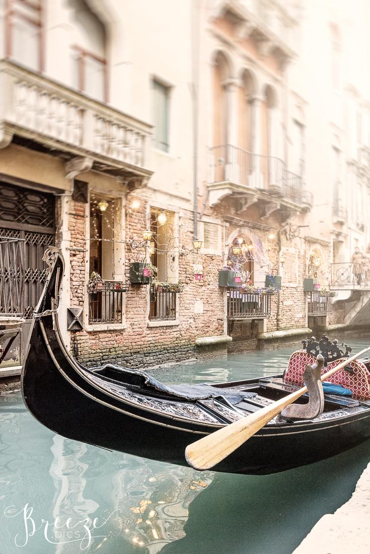 Venice_Canal_Gondola.jpg