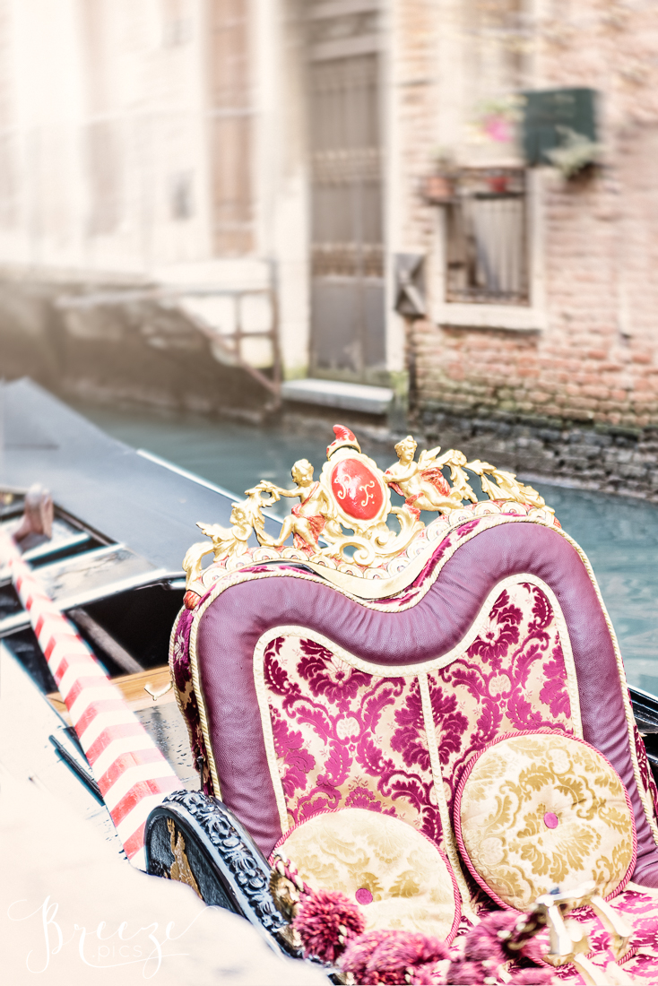 Venice_Canal_Gondola_Seat.jpg