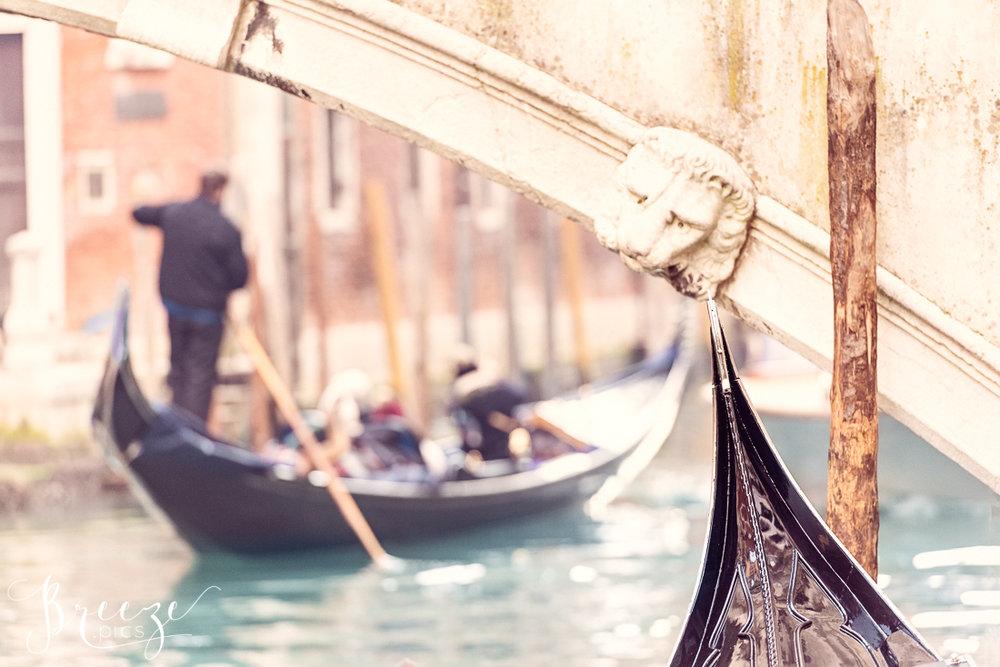 Venice_Canal_Gondola_under_Bridge.jpg
