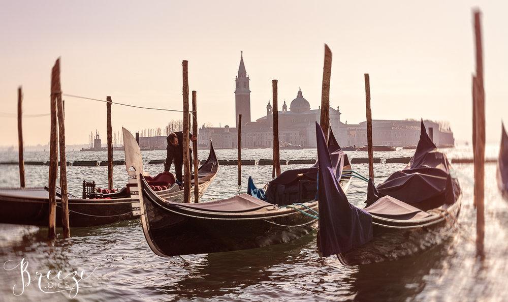 Venice_Canal_winter_light1.jpg