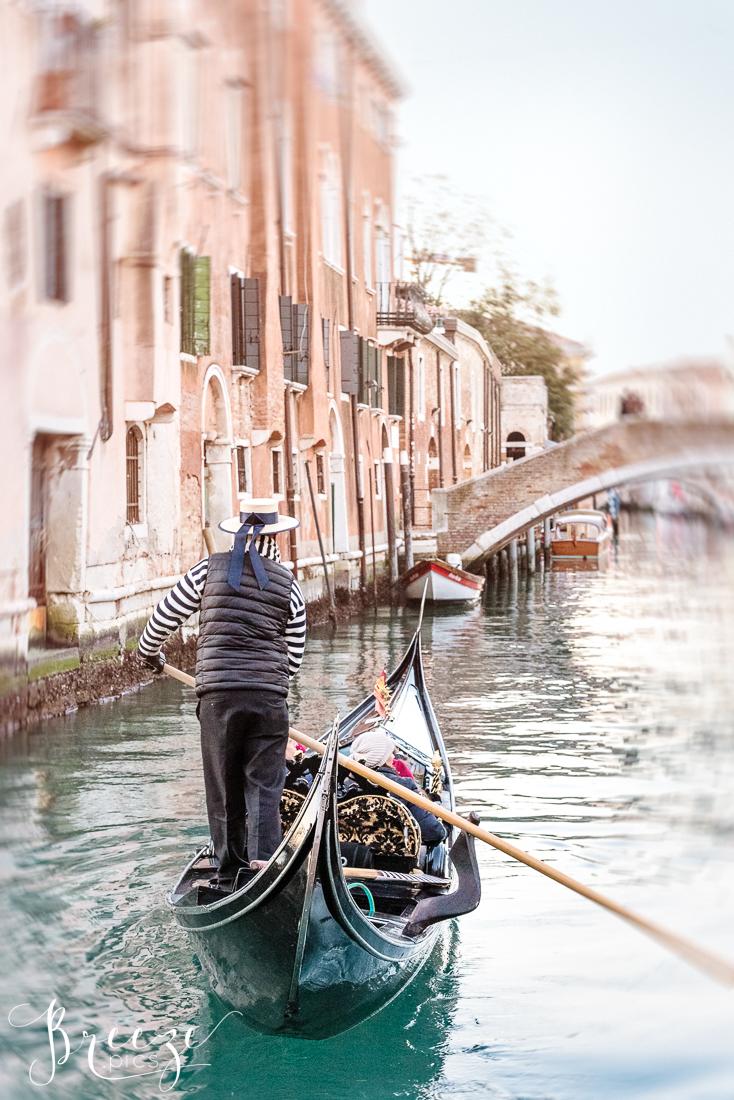 Venice_Canal_the_Gondolier.jpg