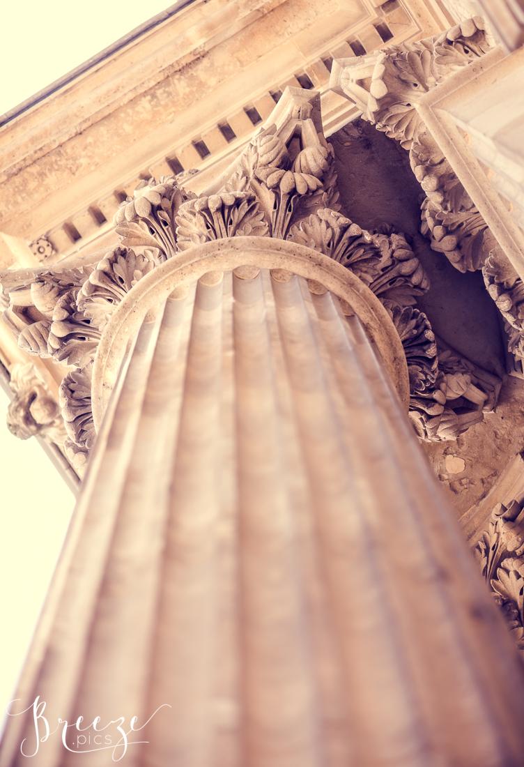 Paris_Louvre_column_upward.jpg