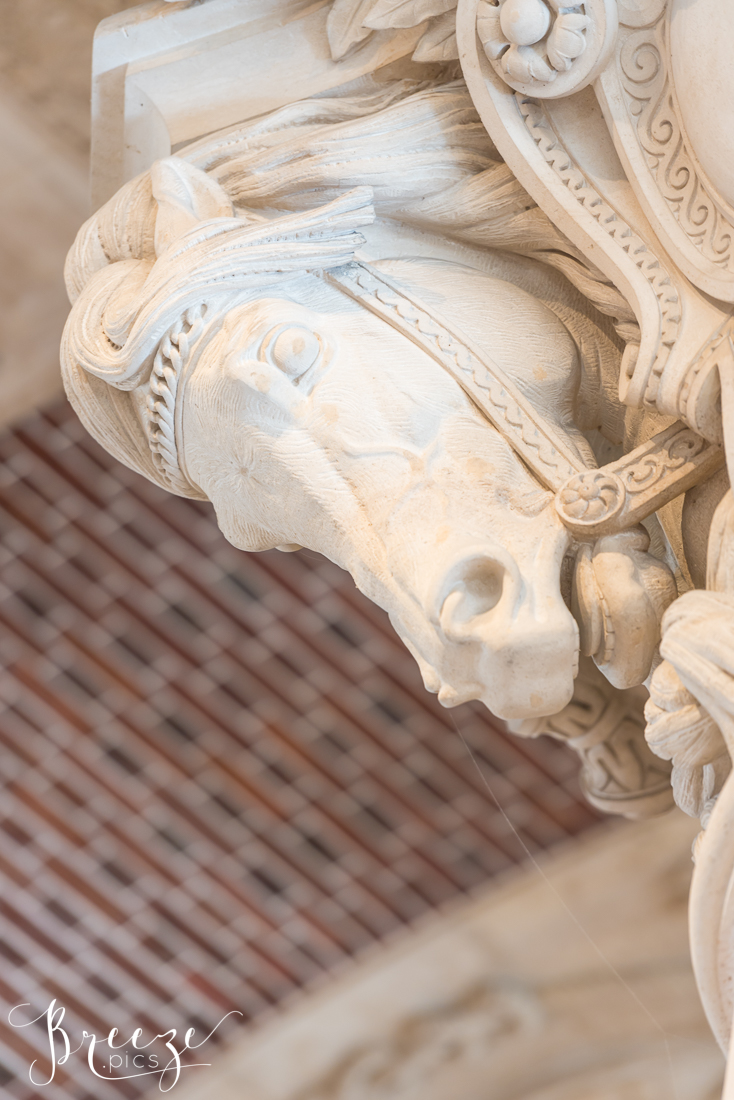 Horse_sculpture_Louvre.jpg