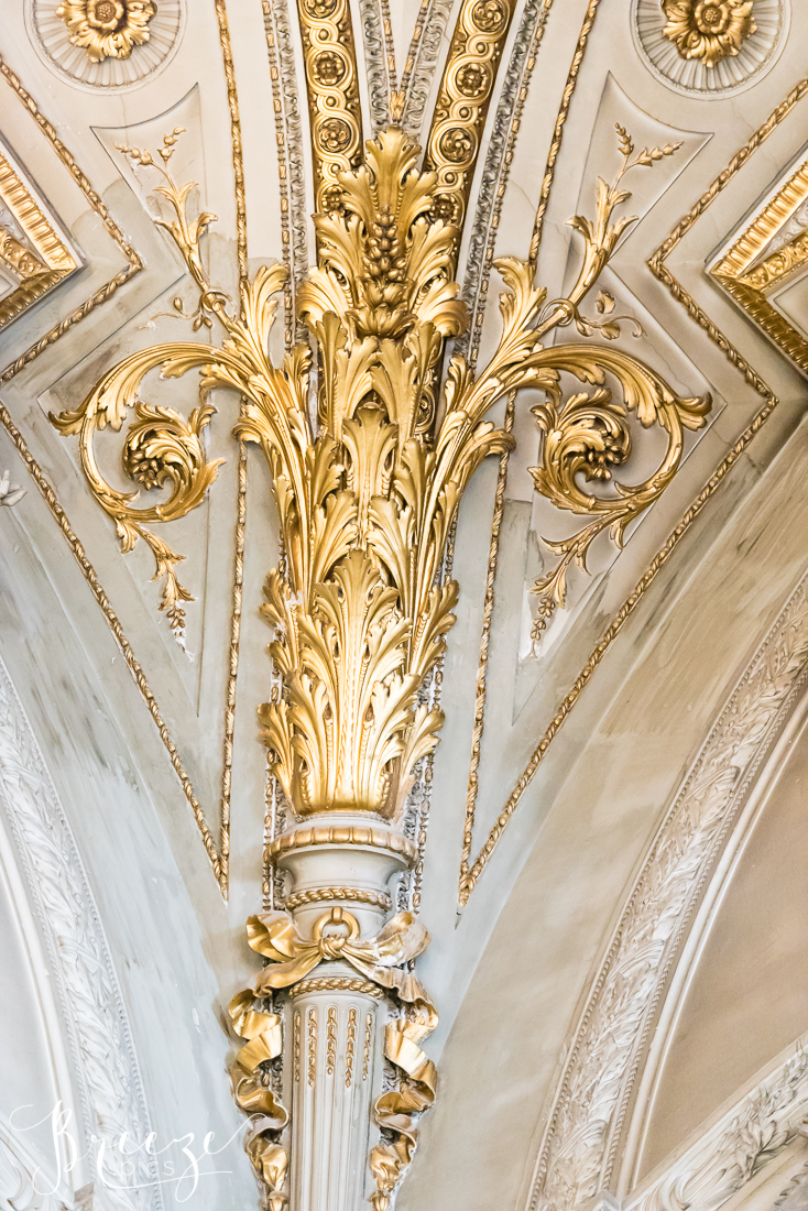 Gilded_decoration_interior_photo.jpg