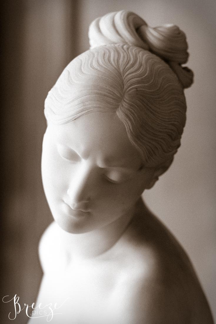 B&W_photo_sculpture_bust_Louvre.jpg