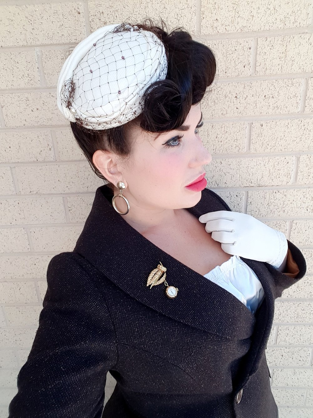 As I mentioned above, hats played a big part of fashion in the 1940s. I had this lovely fascinator style hat designed to match this ensemble by German Milliner Ricarda Engelsberger. Richarda can be found    here    or on Instagram @mein_wunderbarer_hutsalon