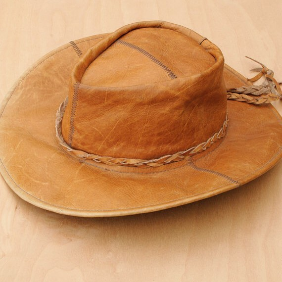 This distressed Mexican western hat is now available in our shop! #western #westernwear #vinatge #lunastone