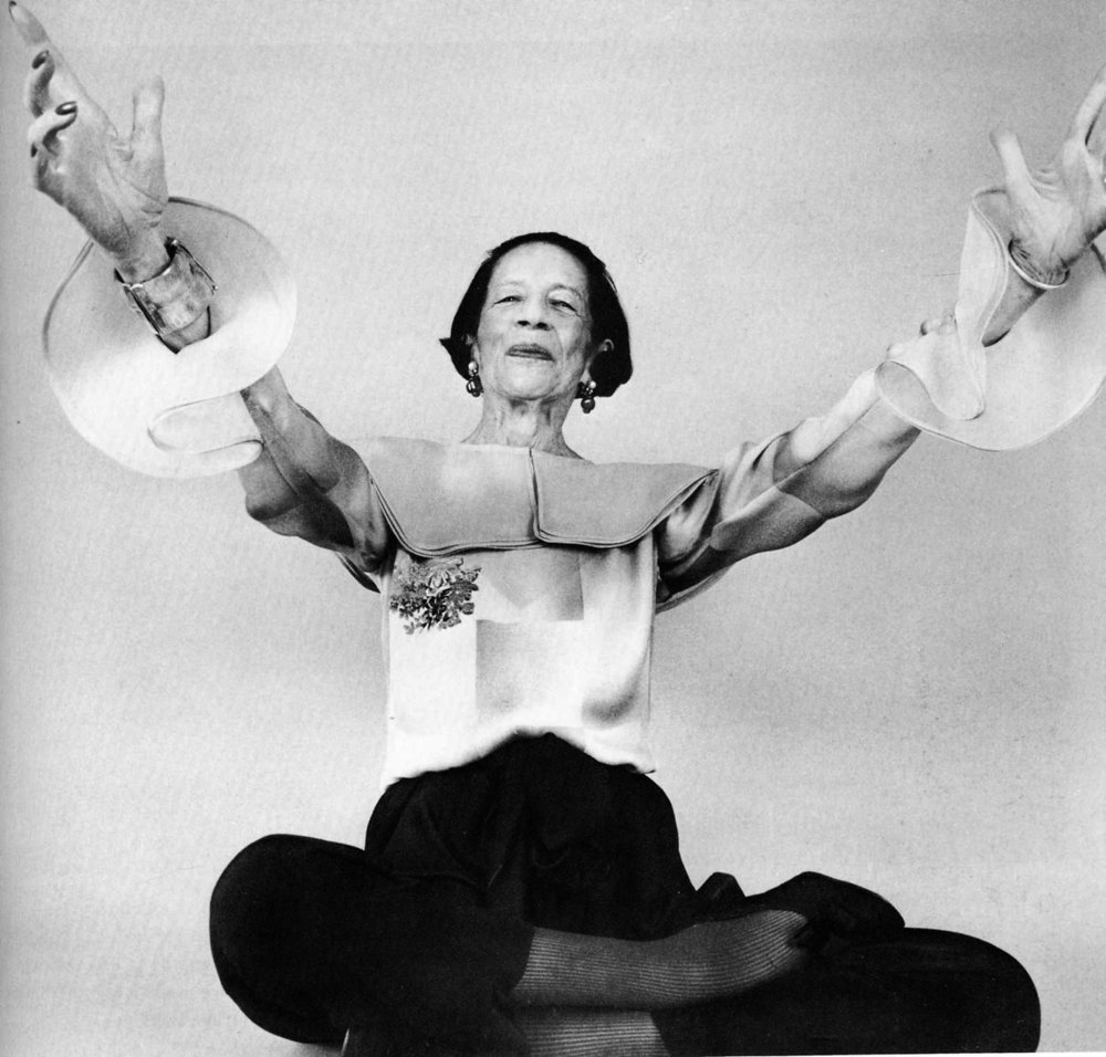 diana-vreeland-large-sleeves.jpg