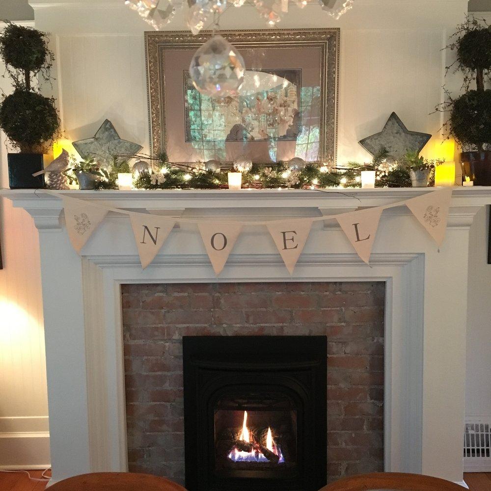 Christmas dining room mantel