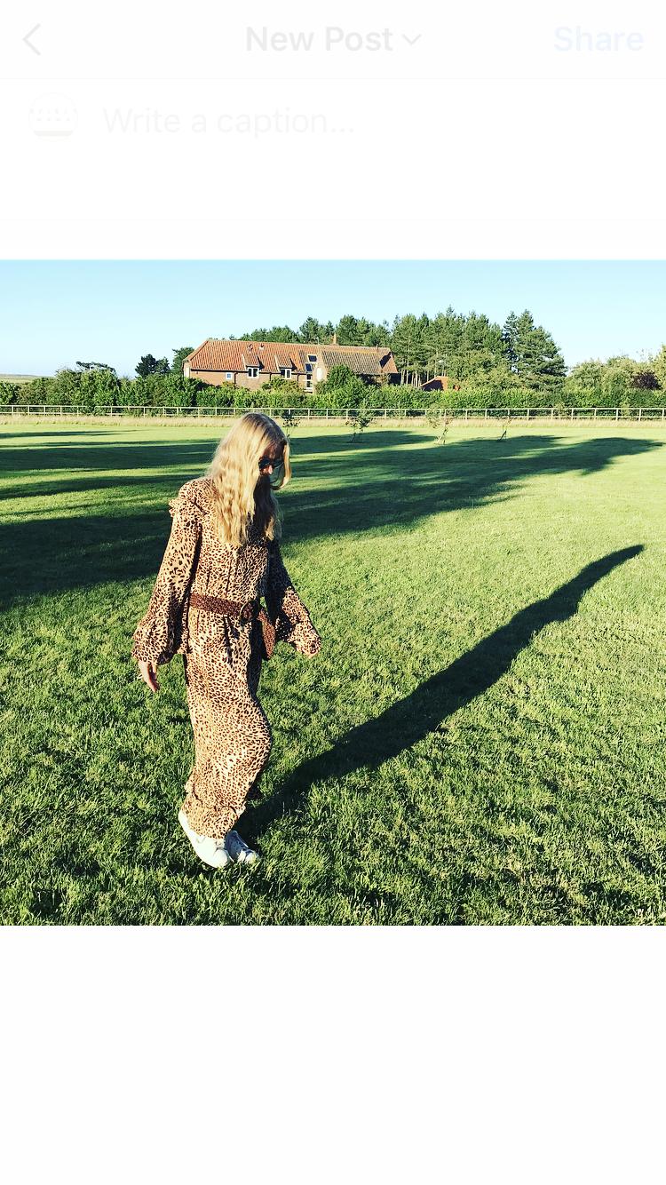 Geztuz leopard dress.png
