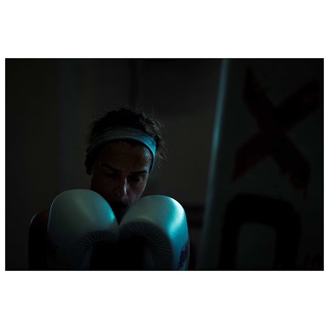 Boxing (3) . . . . @rdx_sports #thisgirlcan #portrait #boxing #fitfam #boxinggirl #boxinglife #canon #sport #active #fitness #canonphotography #naturallight #fitnessmotivation #fitnessgirl