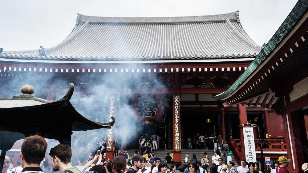 amaris-woo-tokyo-japan-sensoji-temple