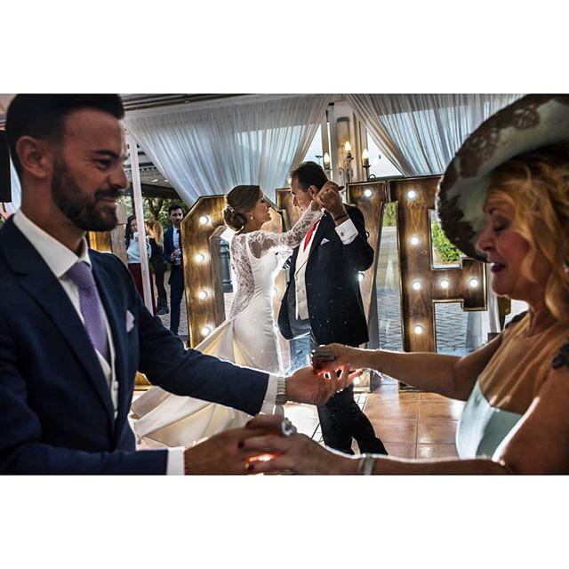 Dance @punzano_ - www.thewedroads.com - #couple #love #moment #trashthedress #weddingday #bride #bridal #groom #weddinglove #weddingart #weddingmoments  #thewedroads #weddingspain #photographers #details #people #barcelona #weddingspain #barcelonalovers #instalove #instamoment #sunlove #sun #instastreet #weddingphotographers #weddingphoto #guest
