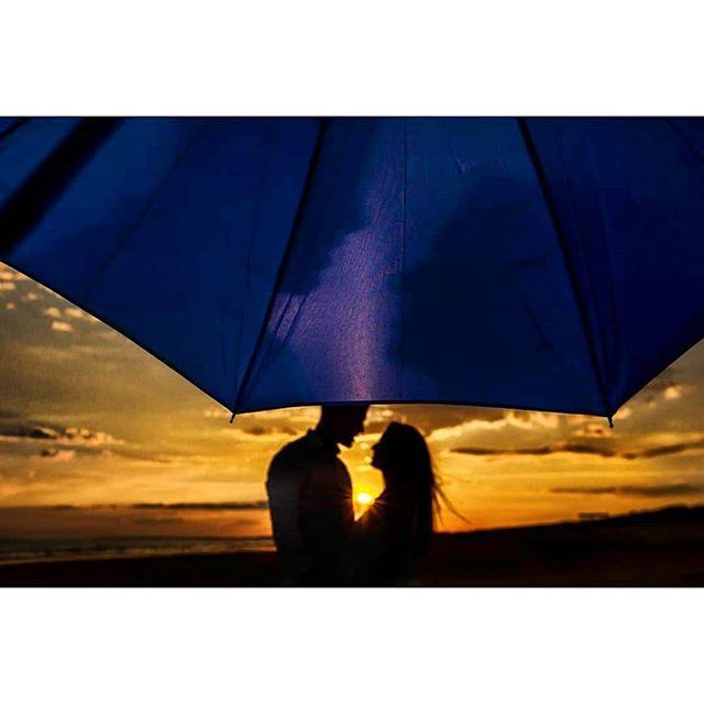 Sunset @rafaeltorresphoto - www.thewedroads.com -  #engagementsesion #weddingplannerspain #weddingphoto #weddingphotographer #weddingtime #moments #weddingphoto #saturday  #weddingfamily #weddingspain #weddingphotographerspain #thewedroads #weddingstyle #weddingideas #huelva #instalove  #instaphoto #instaphotographer #instafamily #instagram #instamoment