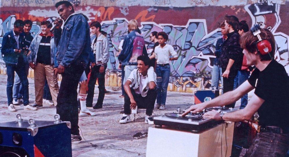 Dee Nasty et Johnny Go lors d'une free jam à La Chapelle (Paris)/ 1986 © Enrique