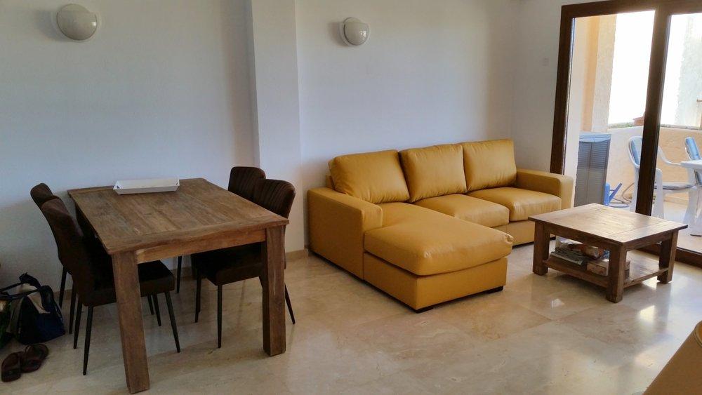 150626.Tisch und Sofa.jpg