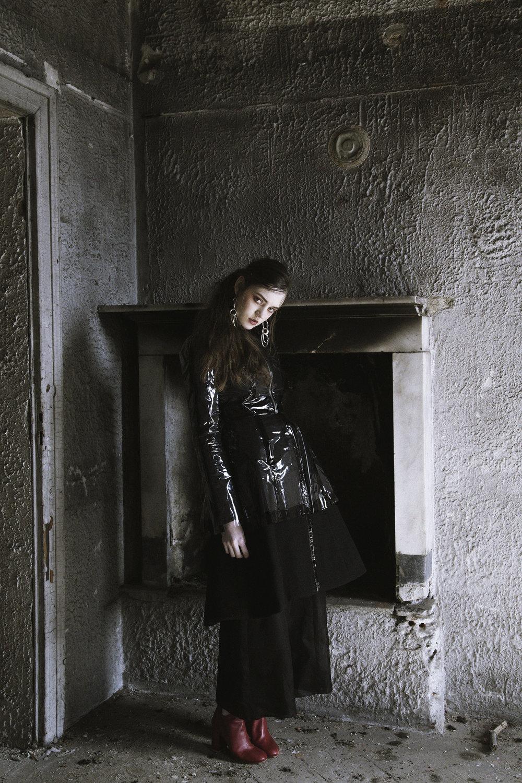Adele / Coat: Simone Battista. Pants: Cos. Boots: Marios. Earrings: H&M.