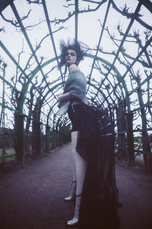 Corset - Parfionova  Shorts - Zara  Gray cape - Hypnographic @hypnographic  Black tulle collar - Silk Highway @silk__highway  Turn - Sasha Grebneva  Stockings - calzedonia  Plastic ankle boots - Season 2