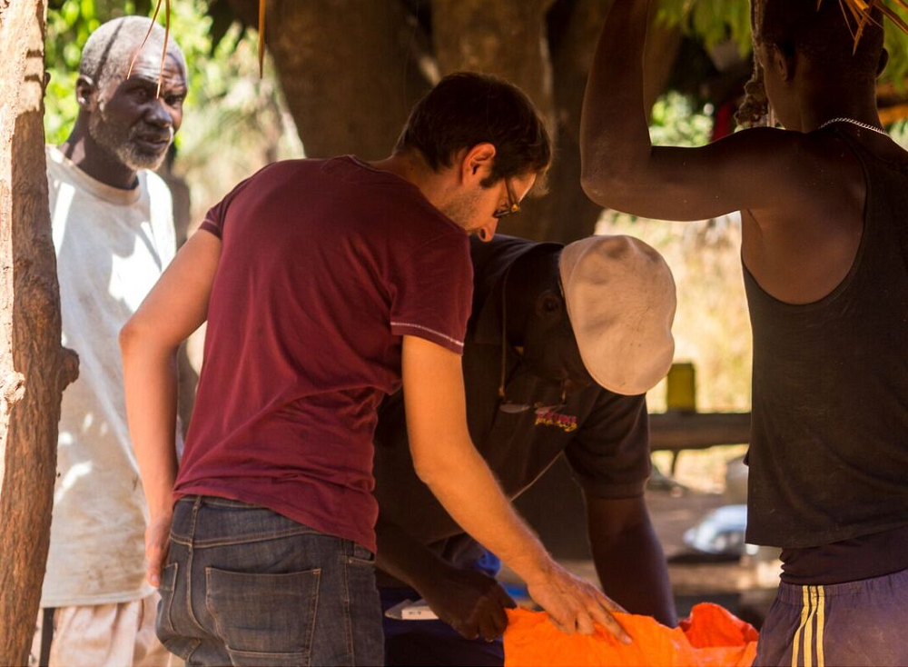 Pierre-Gilles of Baobab des Saveurs inspecting and weighing fruit with farmers. Credit: Baobab des Saveurs