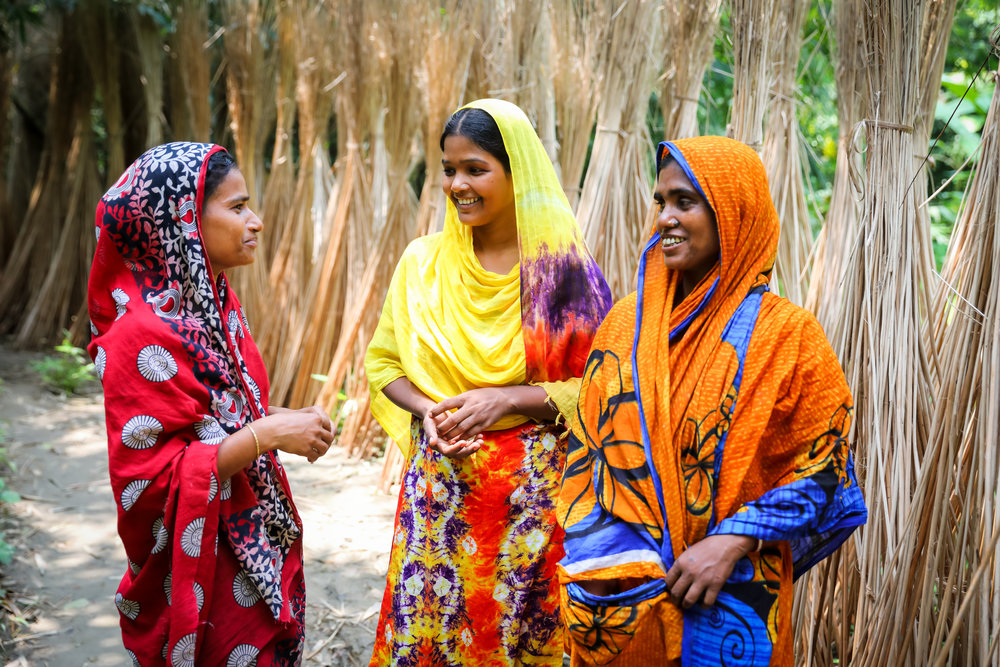 - Jute worker Rumi Begum chatting with her neighbours in Hat Gobindo Pur, Faridpur.Credit: Traidcraft Exchange/GMB Akash