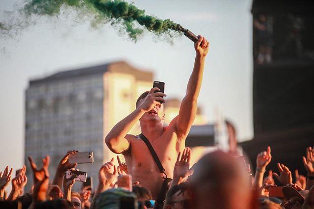 Festivals are mad.......... . . . . . #TRNSMT #TRNSMTFest #MusicFestival #Crowd #Flare #LiveMusic #MusicPhotographer