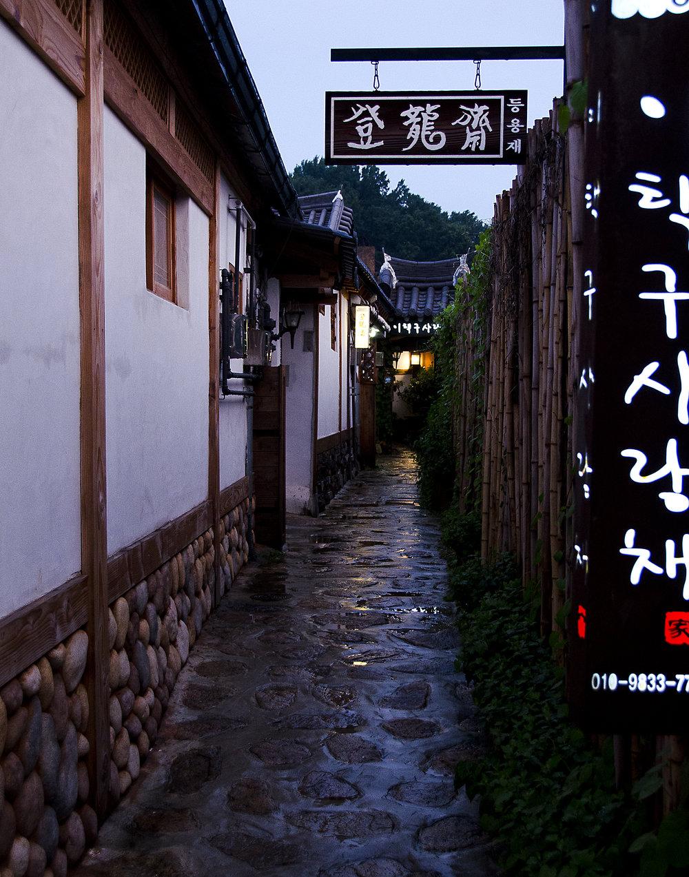 Spencer_Drake_Korean_Alleyway_Photography_korea_alleyway_traditional_architecture_travel_chinese_hanok.jpg