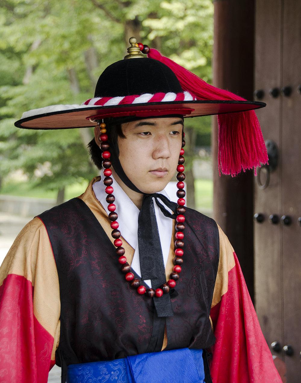 Spencer_Drake_Korean_Guard_Photography_korea_guard_hanok_village_traditional_people_travel.jpg